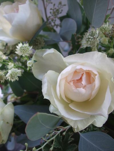 オークリーフ(淡いピンクのバラのアレンジメント)_f0049672_14141954.jpg