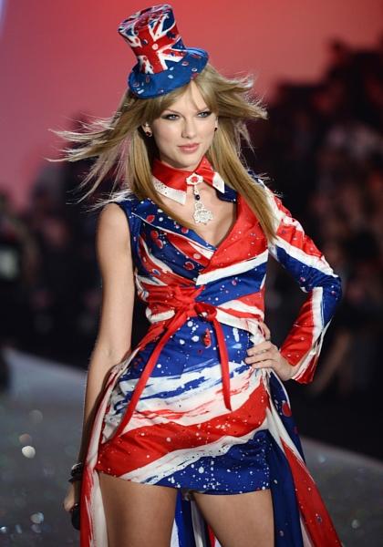 いろんな意味で興味深いヴィクトリア・シークレットの下着ファッション・ショー_b0007805_2253033.jpg