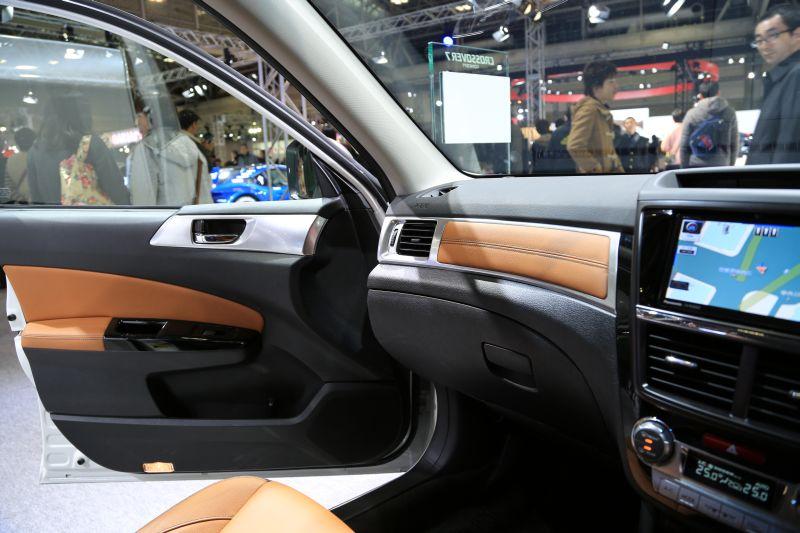 名古屋モーターショーでエクシーガ版XVを眺める_f0076731_16233665.jpg