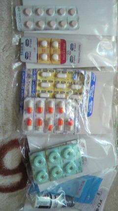 薬が沢山じゃ(^_^;)_d0051146_0115150.jpg