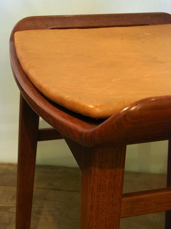 stool_c0139773_1438499.jpg