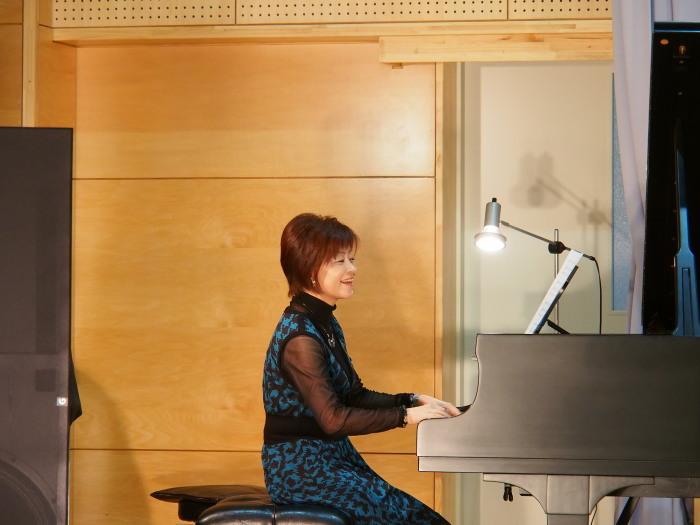 2013.12.14 ピアノ発表会(南陵病院サウスガーデン・久留米市)_a0149488_21221249.jpg