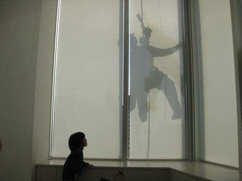 窓の外には謎の影!!_b0228113_15484813.jpg