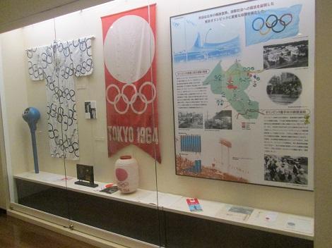 東京オリンピックのトーチなどが展示されている_d0183174_8343382.jpg