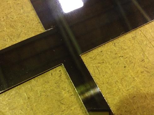 鏡面アルミのレーザー切断_d0085634_17241921.jpg