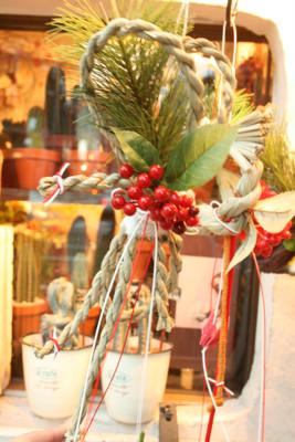 今年もしめ飾り登場!!!(クリスマス飛び越えて.....><;)_e0149863_17172462.jpg