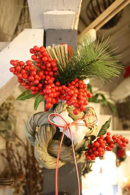今年もしめ飾り登場!!!(クリスマス飛び越えて.....><;)_e0149863_17175659.jpg