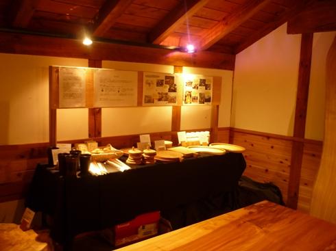 中棚荘での展示が始まりました。_f0227395_1125211.jpg