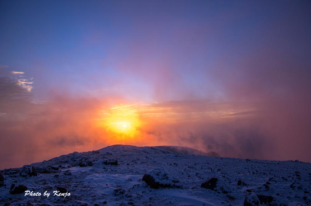 濃霧と暴風と時々絶景の九重・稲星山へ朝駆け。_a0097006_18584939.jpg