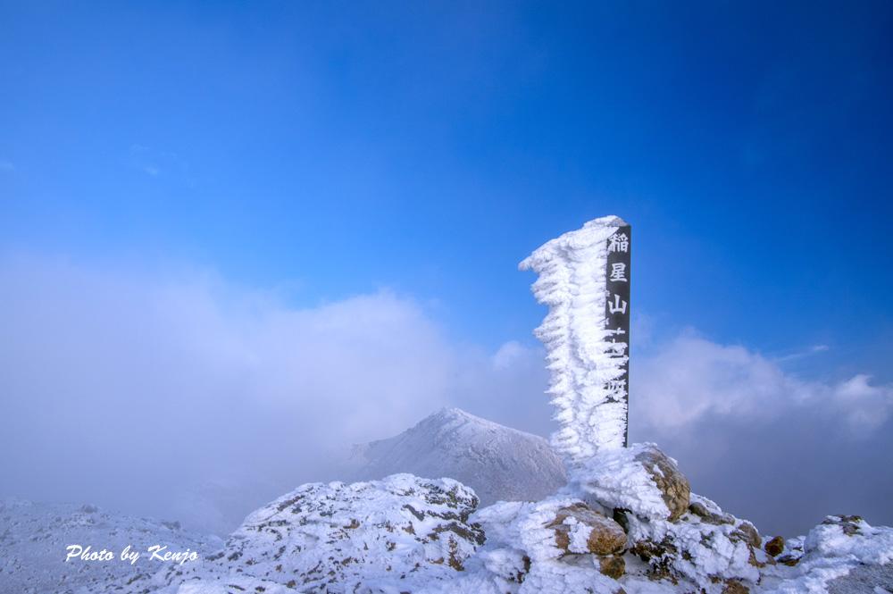 濃霧と暴風と時々絶景の九重・稲星山へ朝駆け。_a0097006_1943859.jpg