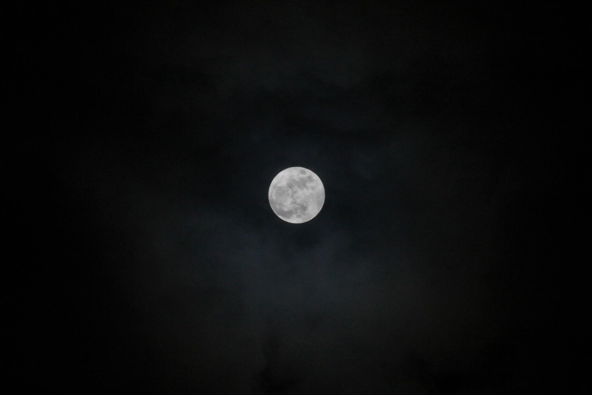 お月さま・・_f0141609_0243852.jpg