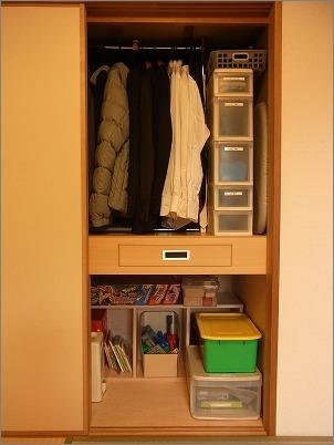 整理収納サービス実例その50(おもちゃと衣類の押入れ)_c0199166_21374490.jpg