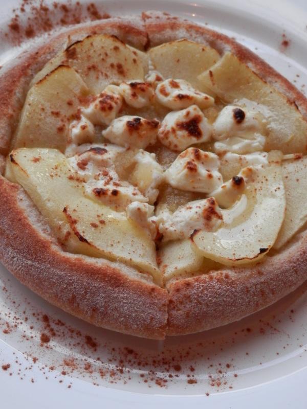 新発売「焼き林檎とクリームチーズ」のデザートピザ_a0125419_21141390.jpg