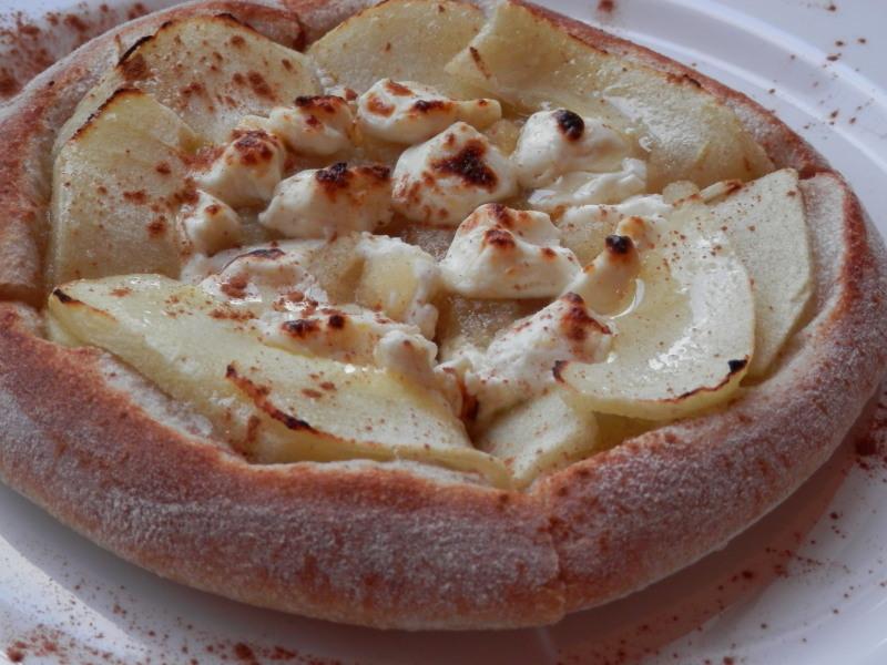新発売「焼き林檎とクリームチーズ」のデザートピザ_a0125419_21144601.jpg