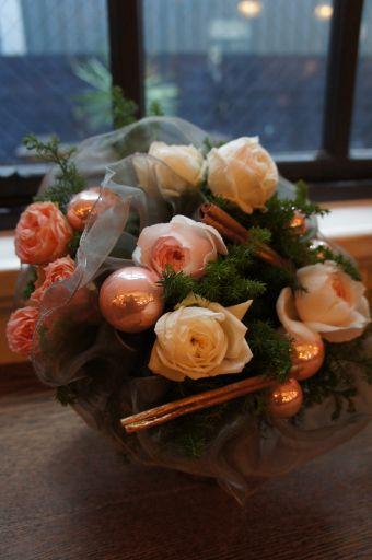 ロマンティックなクリスマスブーケ~flowing KARASUMAにて_f0155431_23412439.jpg