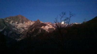 山と月_d0136540_031265.jpg