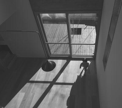床に落ちる十字の影_b0183404_2150994.jpg