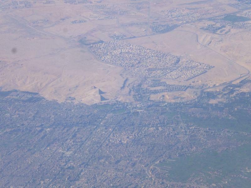 上空からのピラミッド_e0233674_20253259.jpg