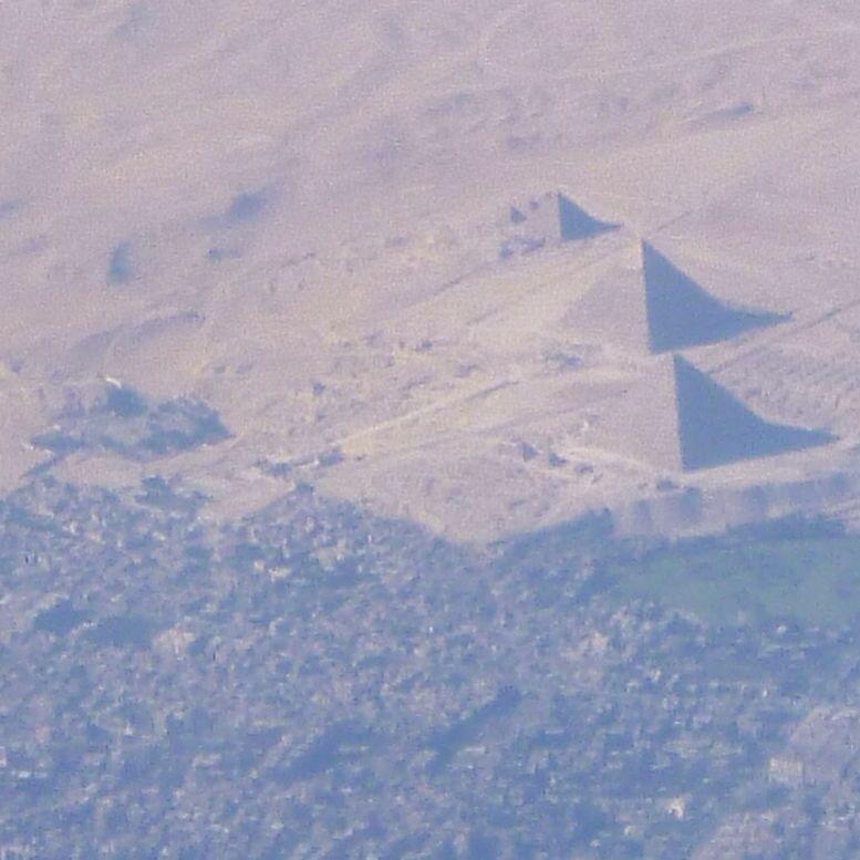 上空からのピラミッド_e0233674_20254557.jpg
