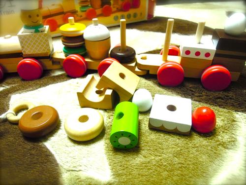 今年の我が家のヒットおもちゃ「おやつ列車」_e0030586_134685.jpg
