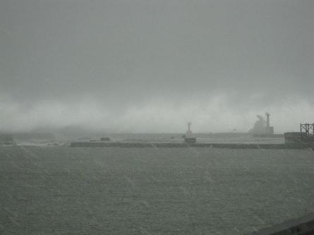 荒れる日本海、これぞ北陸の冬景色_f0281398_1835651.jpg