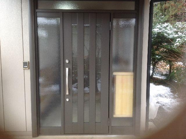 玄関ドア入れ替え工事_f0031037_19502044.jpg