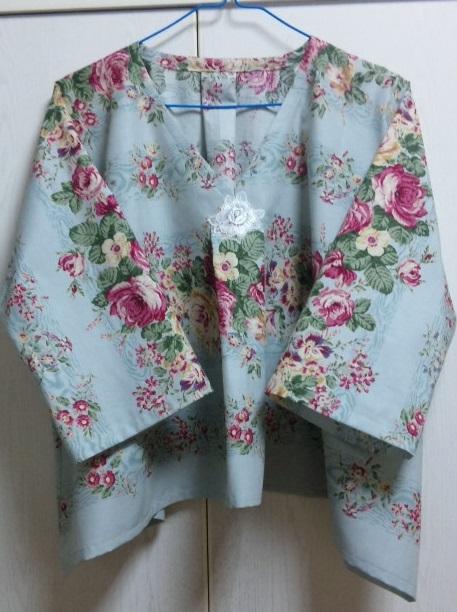 授乳用の花柄洋服_c0316026_18072119.jpg
