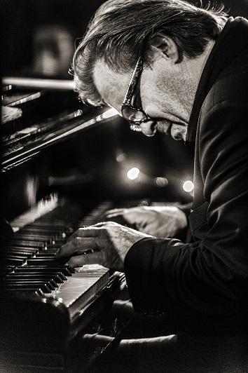 Thierry Lang - Heiri Känzig - Andi Pupato Trio 公演_e0081206_15252051.jpg