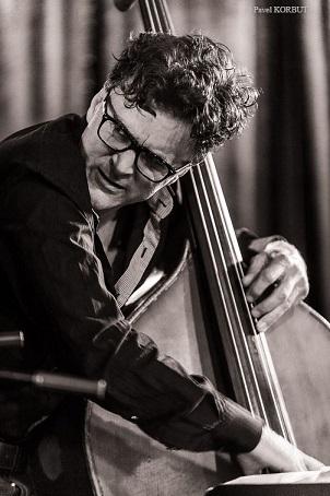 Thierry Lang - Heiri Känzig - Andi Pupato Trio 公演_e0081206_15254571.jpg