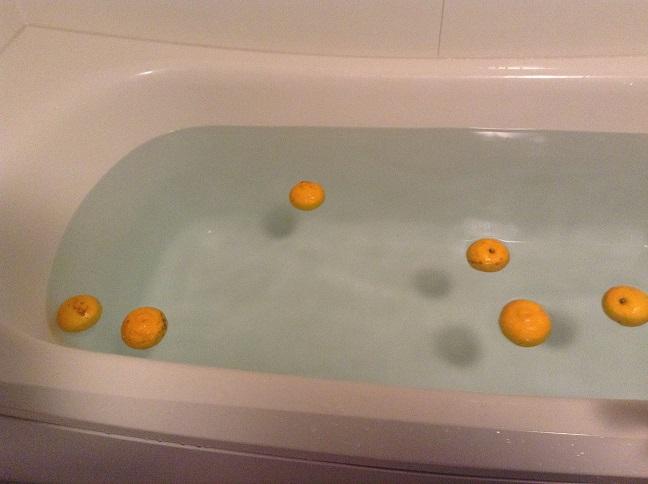 冬至の日には、なぜ柚子湯に入るのか?_d0230676_1039492.jpg