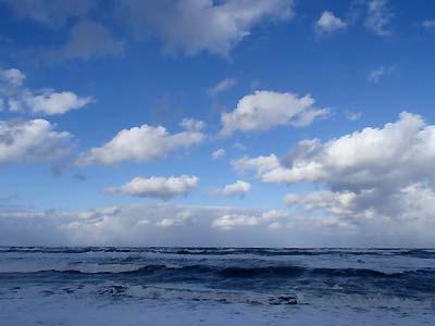 雲の切れ間!_c0019338_1412040.jpg