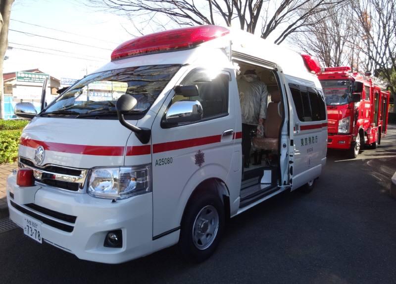 新しい救急車、消防車お披露目_f0059673_18391067.jpg