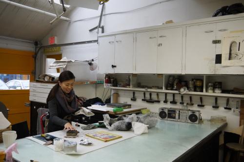 グランビルアイランドで日本人銅版画作家の作品と出会う♪_d0129786_15102925.jpg
