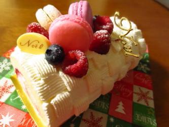 クリスマスイブのラズベリーロールケーキ♪_f0231189_23095256.jpg