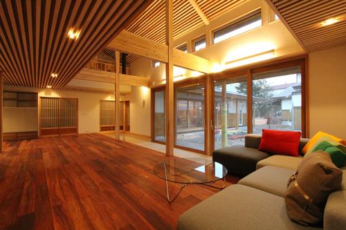 大窓花園町の家:居間_e0054299_16573646.jpg