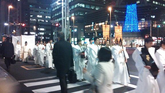 クリスマスの夜、白装束で_a0057402_20510813.jpg