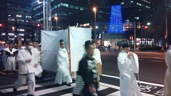 クリスマスの夜、白装束で_a0057402_21064027.jpg
