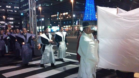 クリスマスの夜、白装束で_a0057402_21124871.jpg
