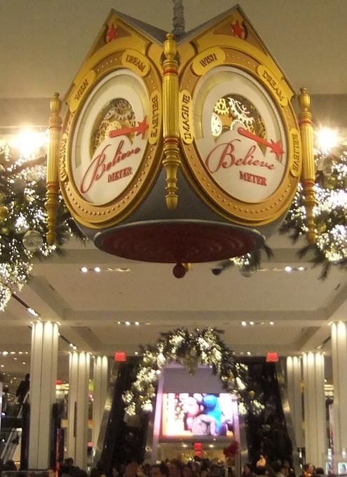 NYの「クリスマスの聖地」、老舗デパートのメイシーズ(Macy\'s)_b0007805_4572455.jpg
