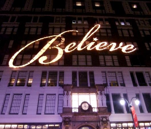 NYの「クリスマスの聖地」、老舗デパートのメイシーズ(Macy\'s)_b0007805_4573418.jpg
