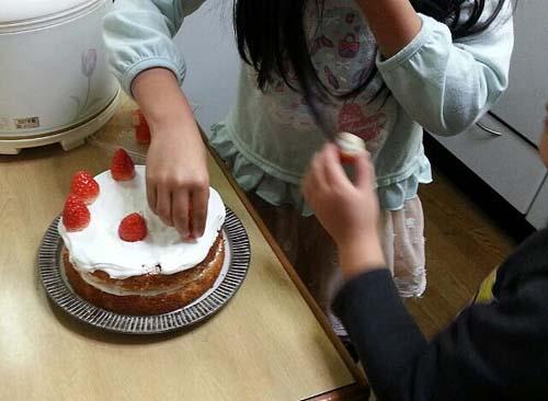 子どもと作るクリスマスケーキ_c0293787_10383269.jpg