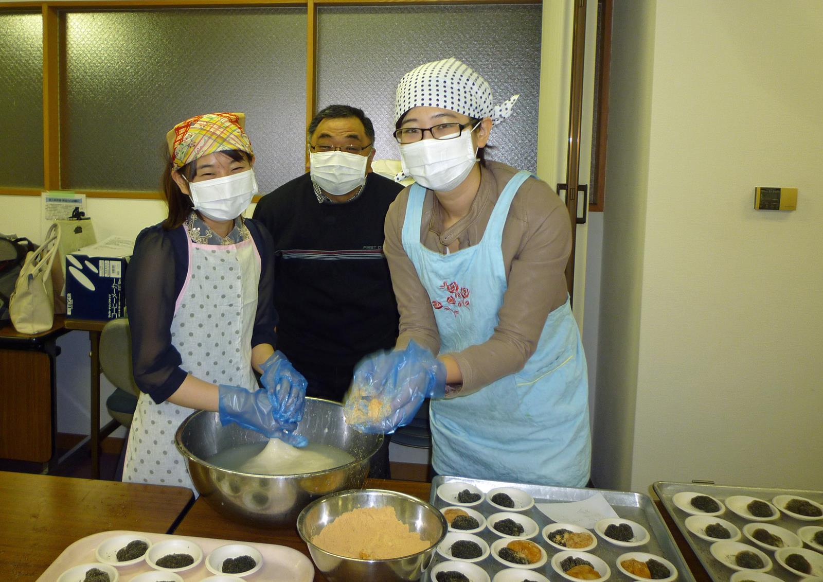 漢語角の仲間、餅つきに参加_d0027795_1458145.jpg