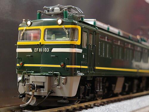 まずは機関車から:トミックス EF81形トワイライト色_f0037227_024316.jpg