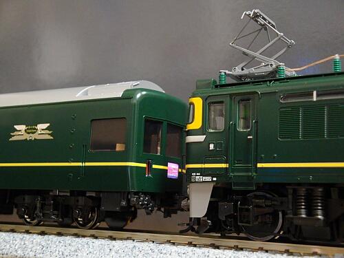 まずは機関車から:トミックス EF81形トワイライト色_f0037227_0394772.jpg