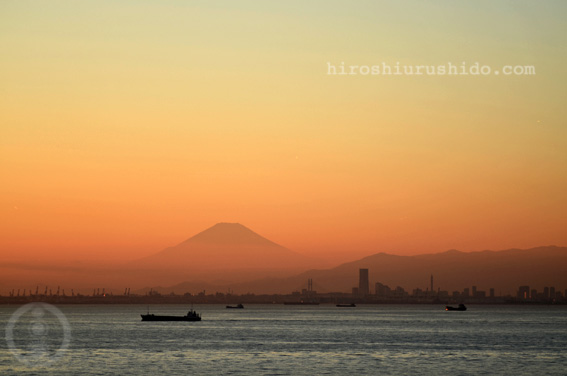 横浜の向こう 今日の向こう_c0229485_223018.jpg