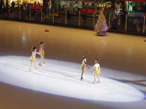 子供たちの太古でのスケートレッスンとスケートショー_e0123104_15545797.jpg