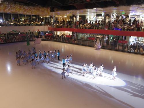 子供たちの太古でのスケートレッスンとスケートショー_e0123104_1554662.jpg
