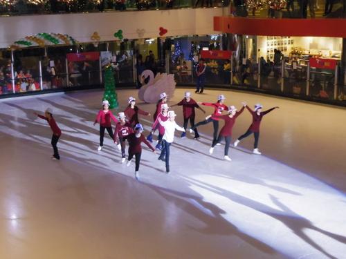 子供たちの太古でのスケートレッスンとスケートショー_e0123104_15562377.jpg