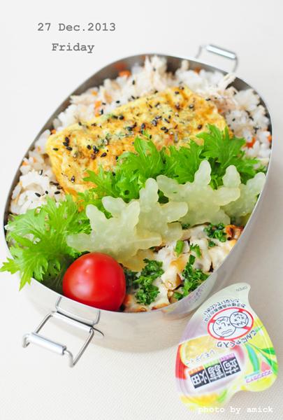 12月27日 金曜日 混ぜ込みわかめ鮭の卵焼き1本のせ鶏ごはん_b0288550_11263223.jpg