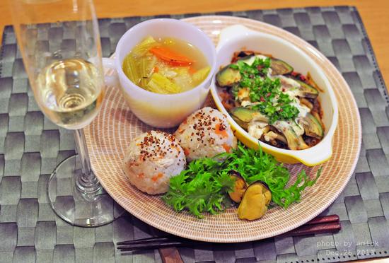 12月27日 金曜日 混ぜ込みわかめ鮭の卵焼き1本のせ鶏ごはん_b0288550_11593123.jpg